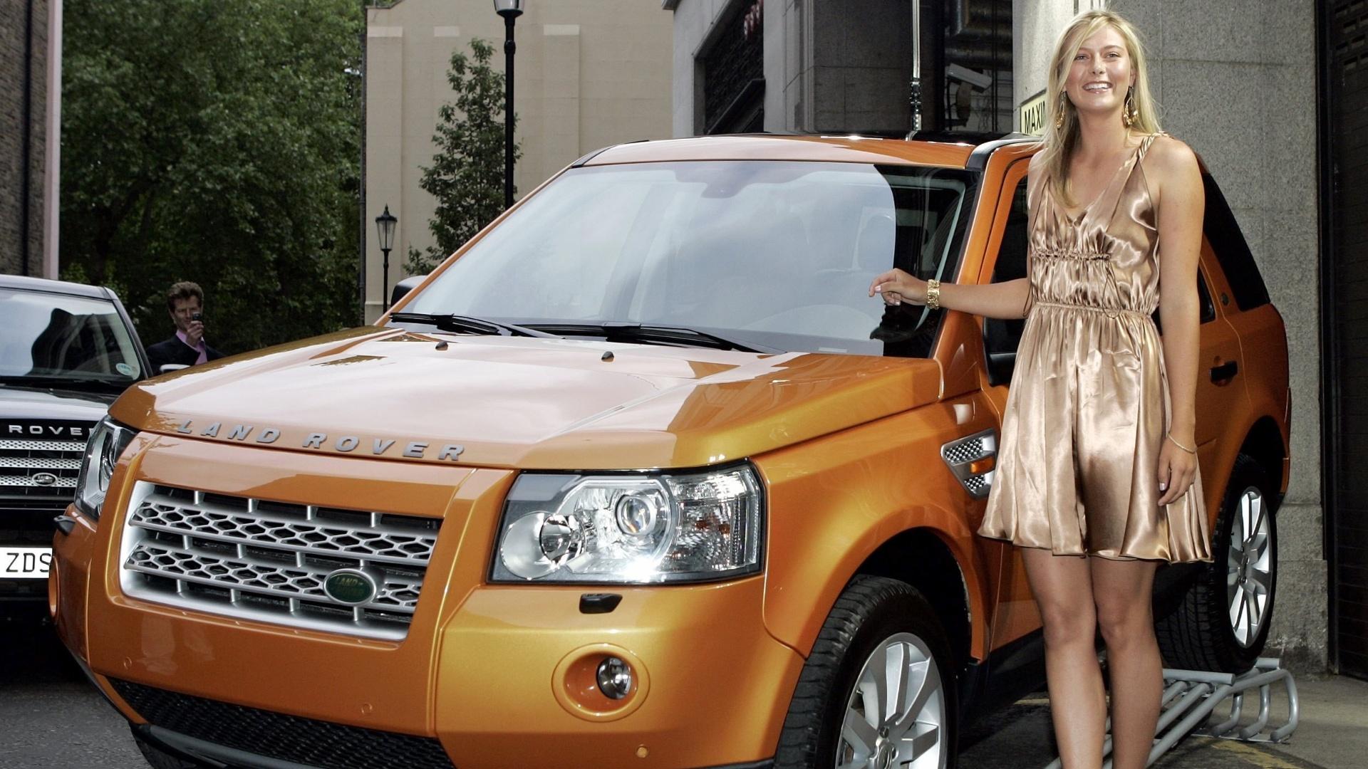 Antes, ela já flertara com outra marca: em 2006, foi garota-propaganda do Land Rover Freelander