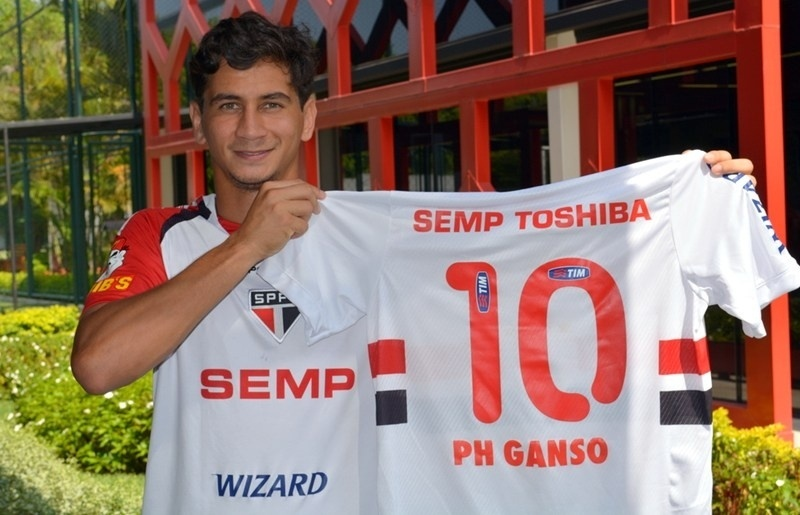 Paulo Henrique Ganso exibe a camisa 10 do São Paulo
