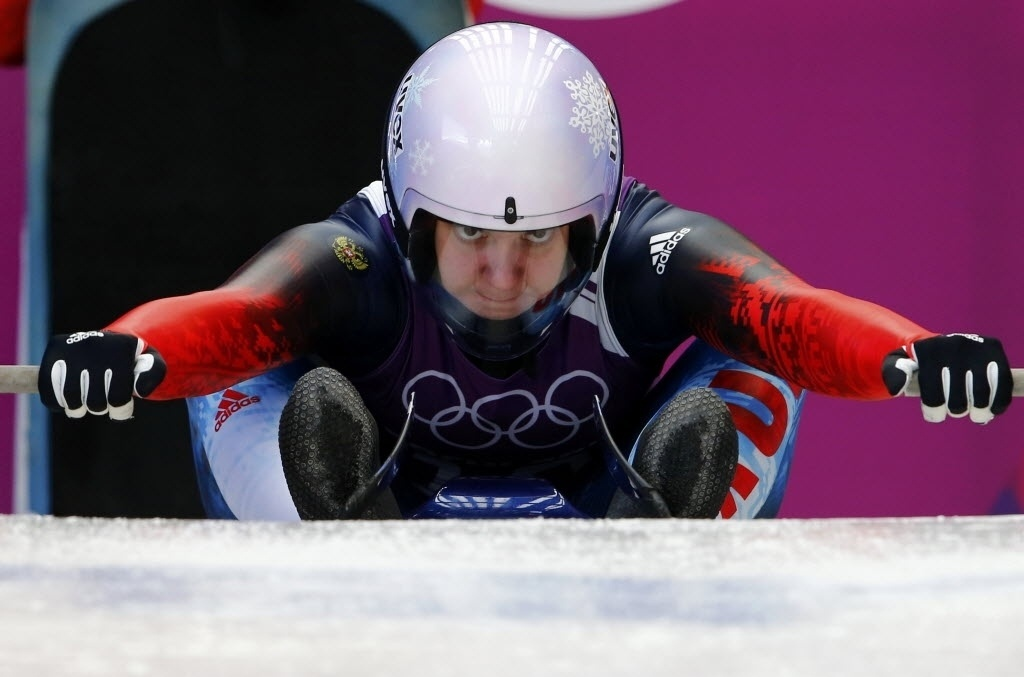 08.02.2014 - Ekaterina Baturina, da Rússia, se prepara para a sessão de treinamentos do luge