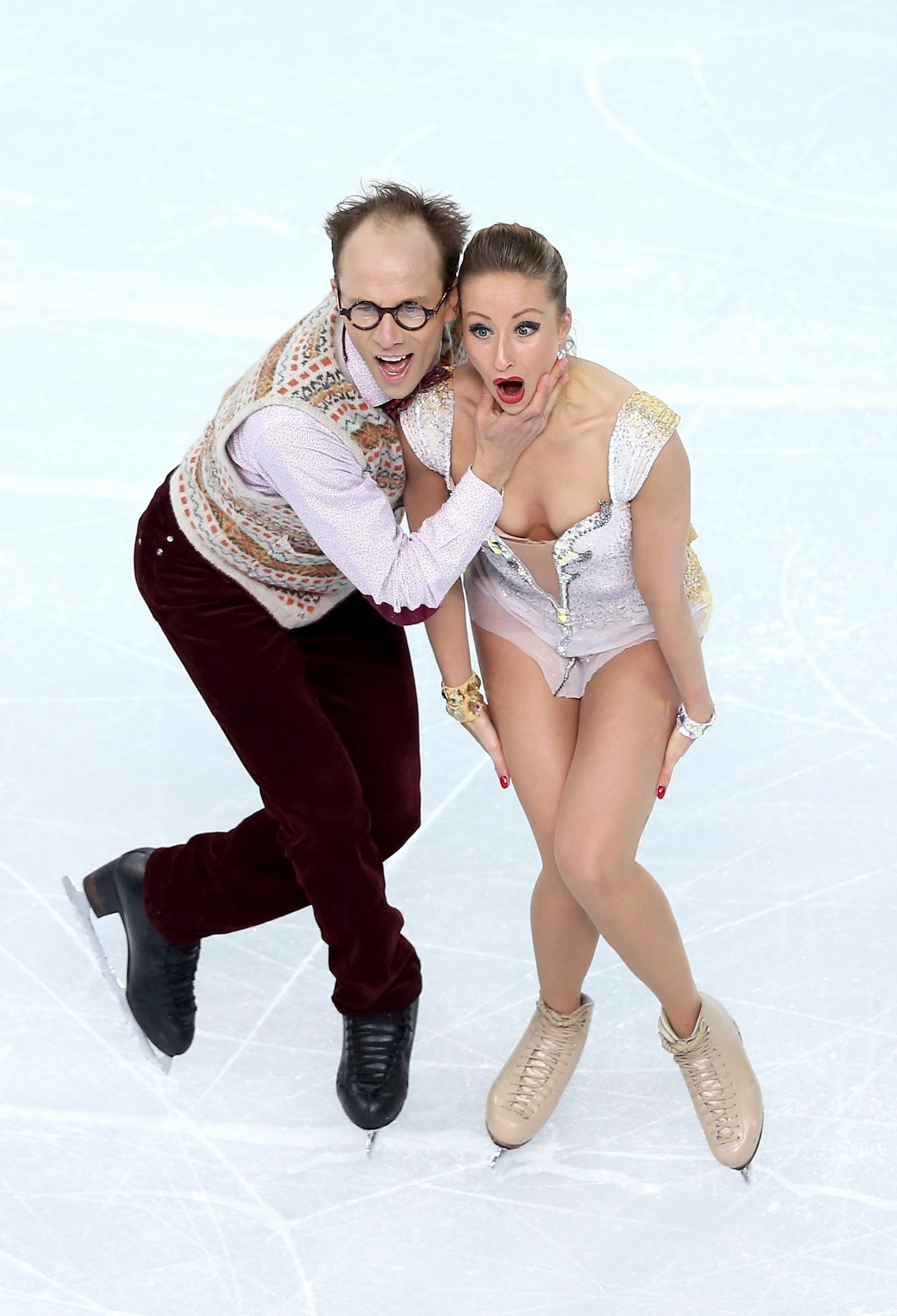 08.02.2014 - Nelli Zhiganshina e Alexander Gazsi, da Alemanha, fizeram cara de susto durante a patinação artística