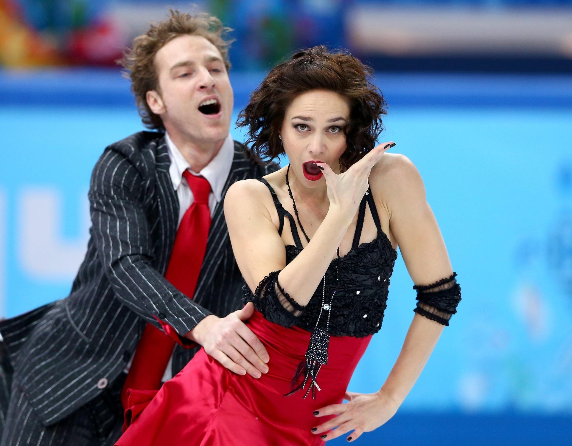 08.02.2014 - Os franceses Nathalie Pechalat e Fabian Bourzat fizeram uma cara engraçada na patinação artística