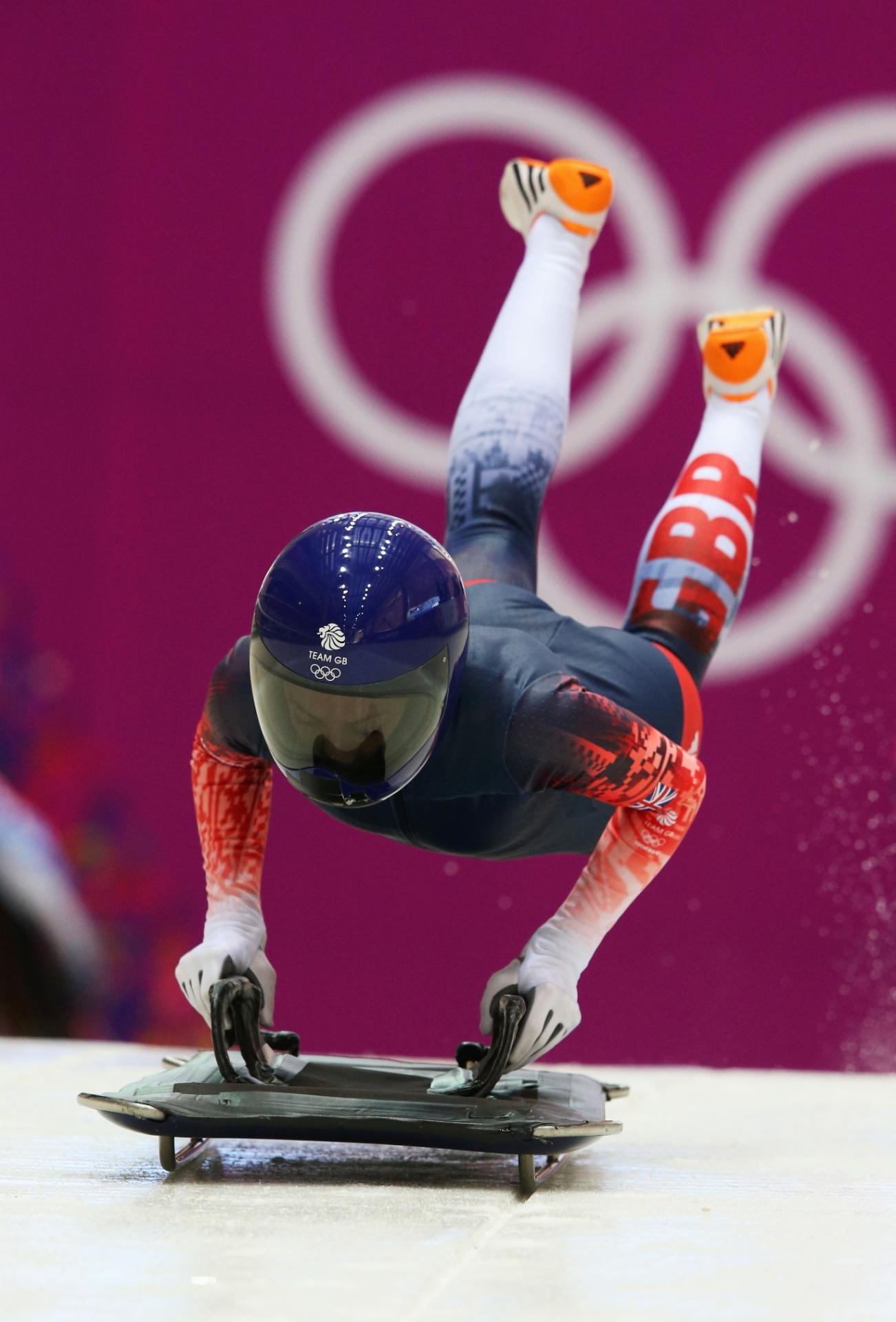 09.02.2014 - Britânico Shelley Rudman voa para pegar impulso na prova de skeleton