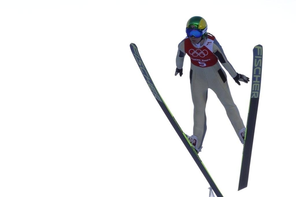 09.02.2014 - Norueguesa Gyda Enger salta de ski durante sessão de treinos