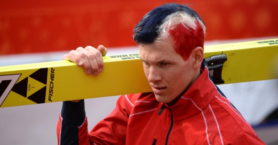 09.02.2014 - O norueguês Haavard Klemetsen, do ski, não estava com uma roupa diferente, mas com um cabelo bem exótico