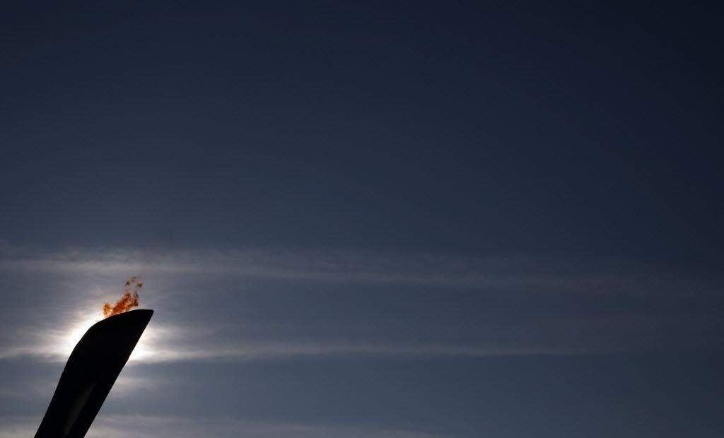 09.02.2014 - Silhueta da pira olímpica que representa os Jogos de Sochi, na Rússia