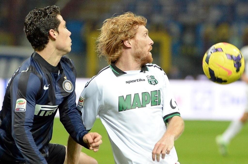 09.fev.2014 - Brasileiro Hernanes estreia pela Internazionale contra o Sassuolo, na partida válida pelo Campeonato Italiano