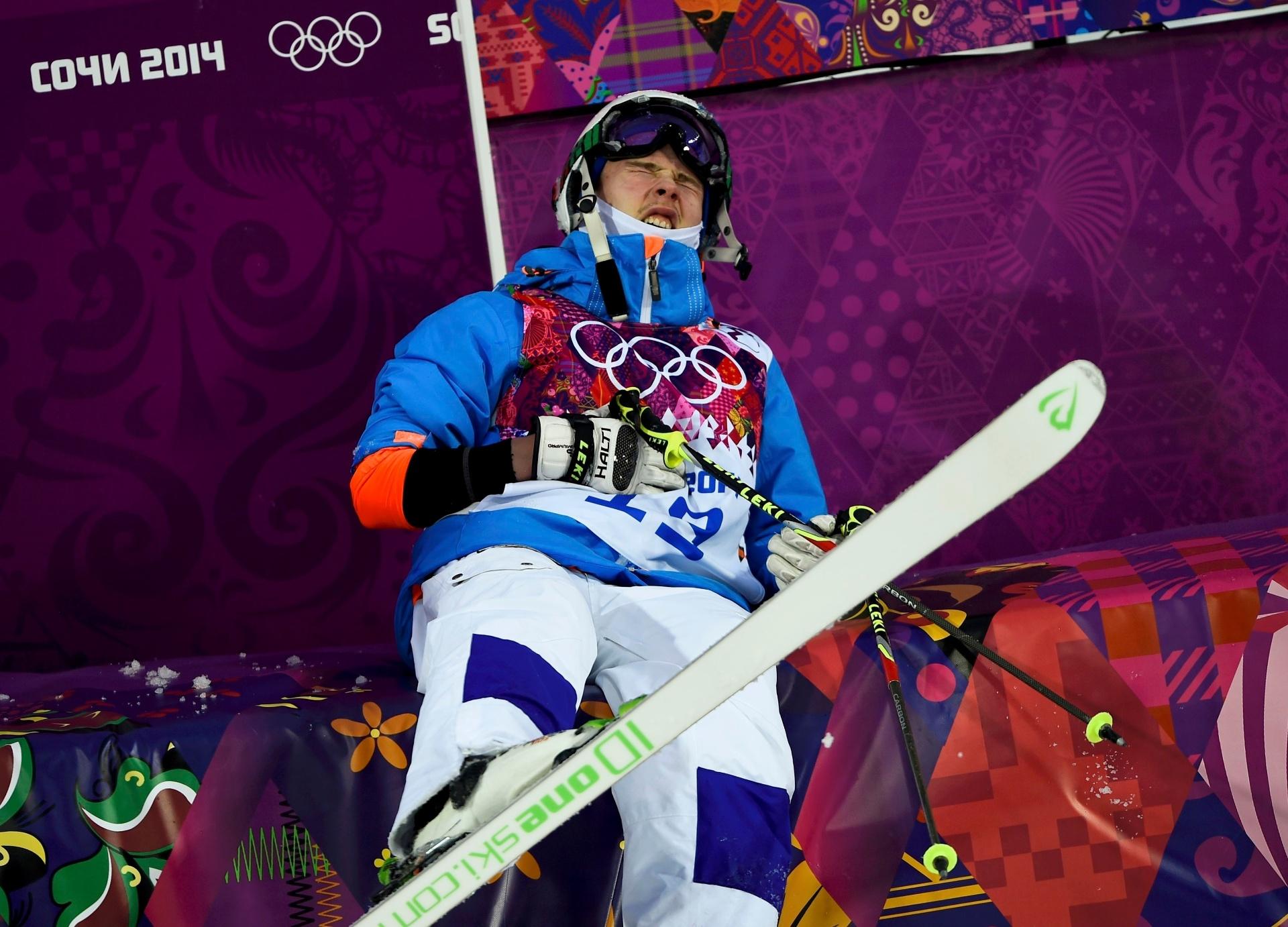 10.02.14 - Ville Miettune sentiu bastante dor após a queda na classificação do esqui moguls