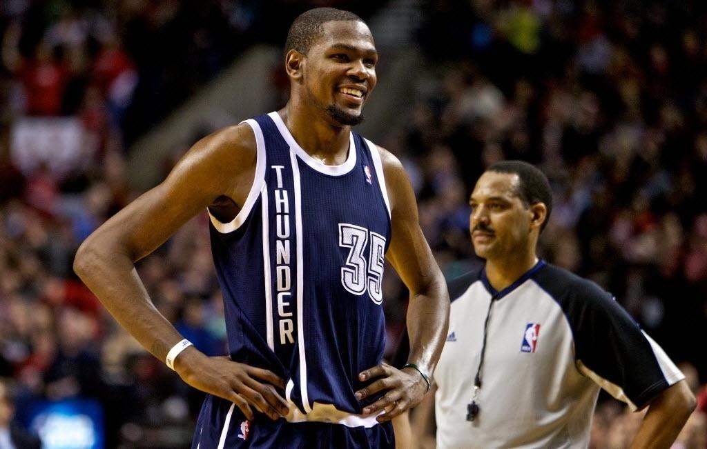 12.fev.2014 - Kevin Durant, do Oklahoma City Thunder, sorri durante partida contra o Portland Trail Blazers pela NBA