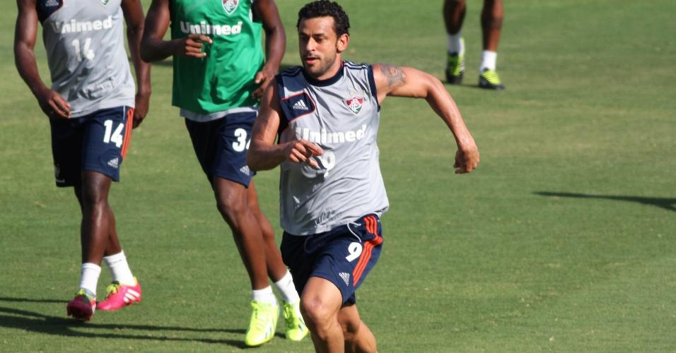 12.fev.2014 Atacante Fred participa normalmente de treino com bola do Fluminense no estádio das Laranjeiras