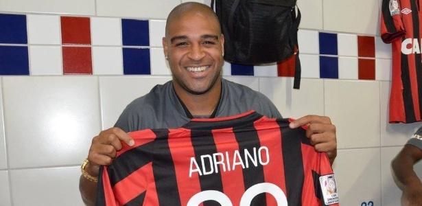 Adriano está sem clube desde abril, quando deixou o Atlético-PR