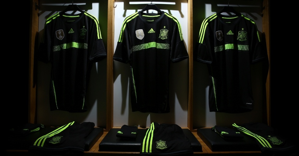 Adidas divulga uniforme alternativo da Espanha para a Copa do Mundo