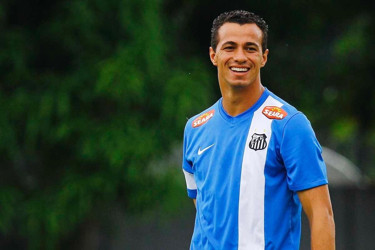 Leandro Damião está garantido como titular do Santos no duelo contra o Penapolense neste domingo