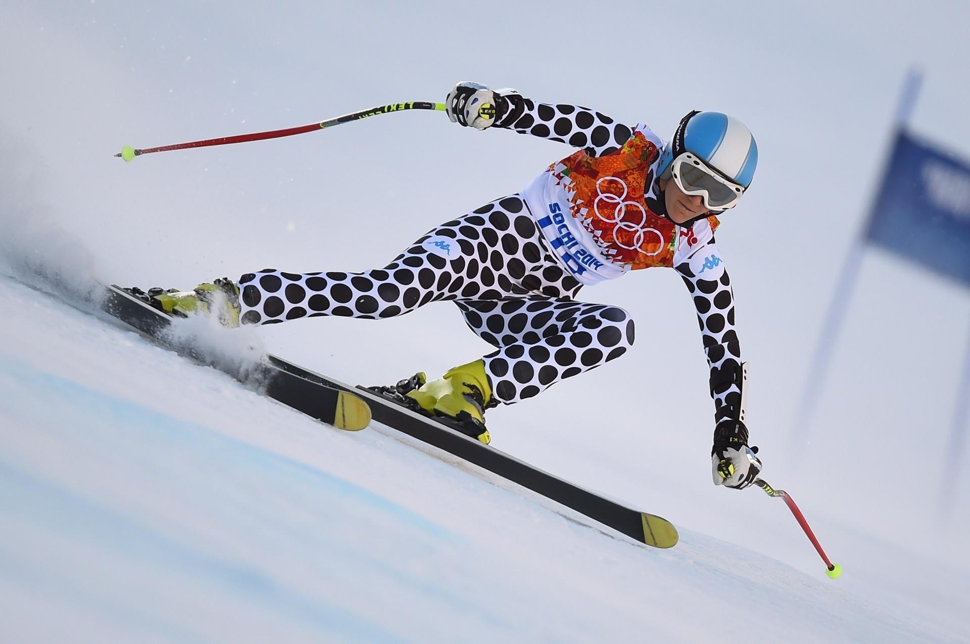 15.fev.2014 - Macarena Simari, da Argentina, participa da prova de esqui alpino durante os Jogos Olímpicos de Inverno em Sochi (Rússia)