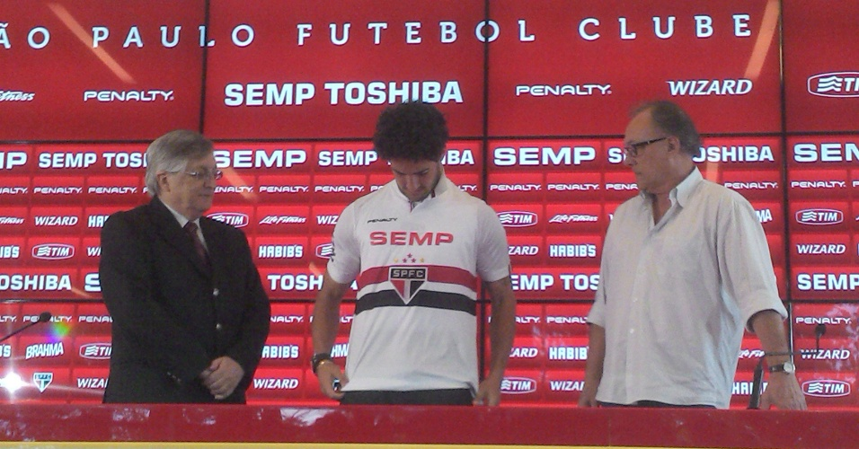 Alexandre Pato é apresentado oficialmente como atacante do São Paulo