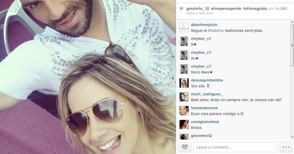 Casal Weverton e Babi Muniz usam com frequência as redes sociais para registrar a relação amorosa