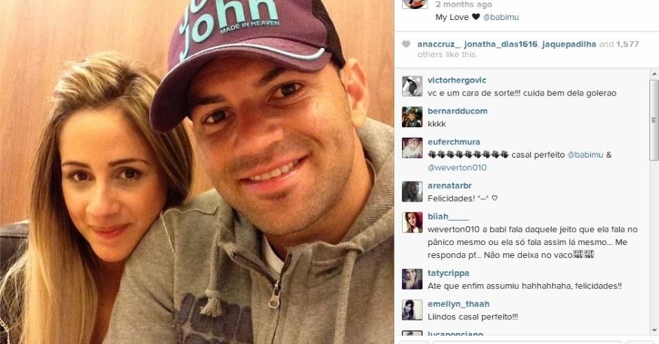 Goleiro do Atlético-PR, Weverton namora a panicat Babi Muniz