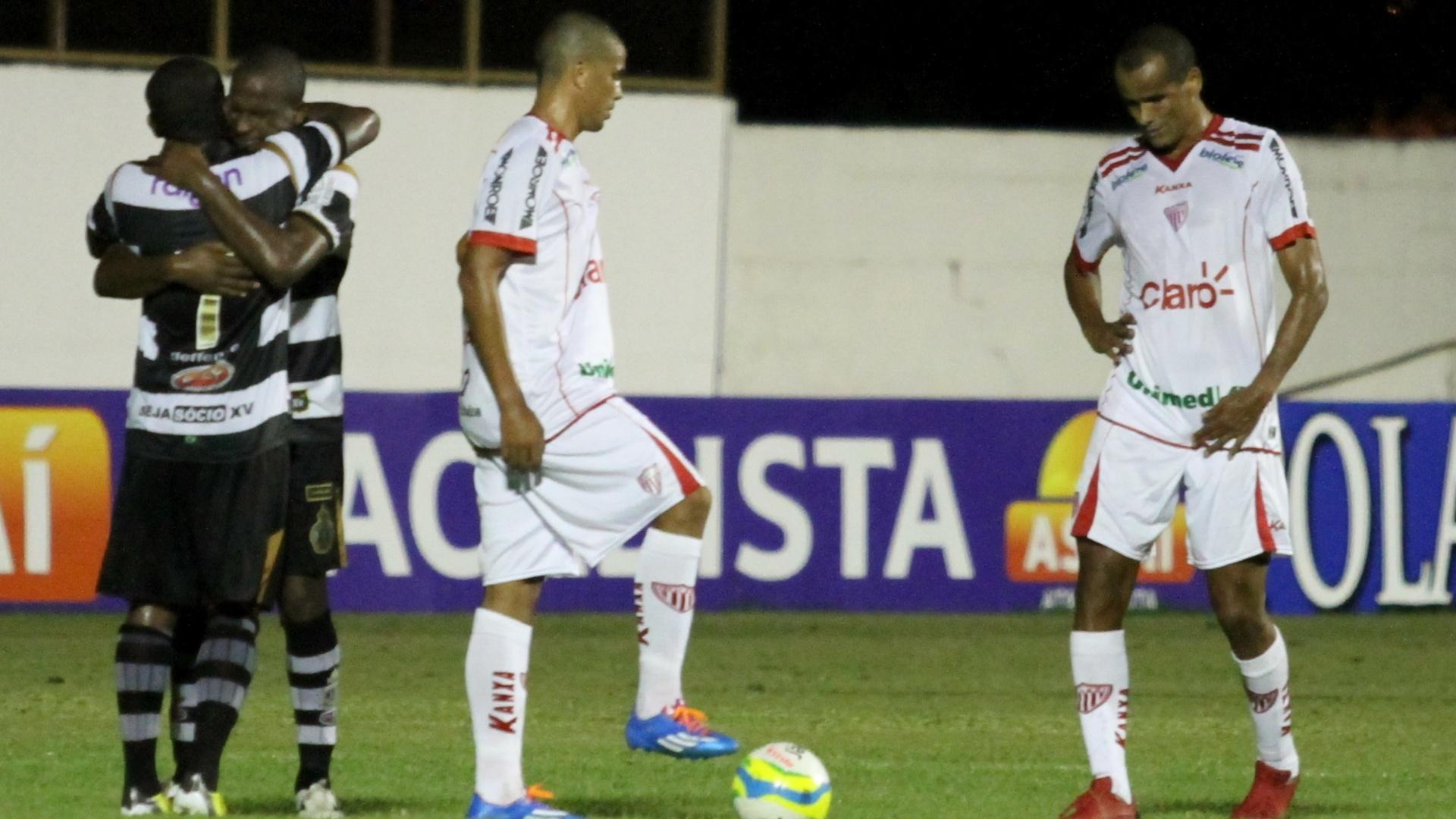 Rivaldo (d) e Rivaldo Junior jogam juntos no empate do Mogi Mirim com o XV de Piracicaba