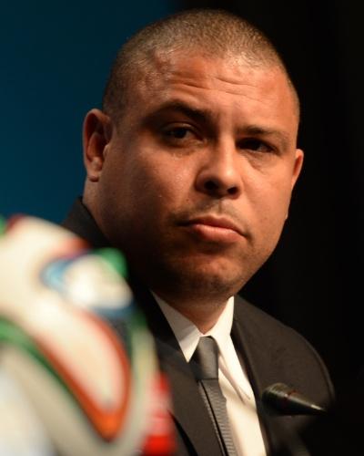 21.fev.2014 - Ex-atacante Ronaldo participa de congresso da Fifa realizado em Florianópolis