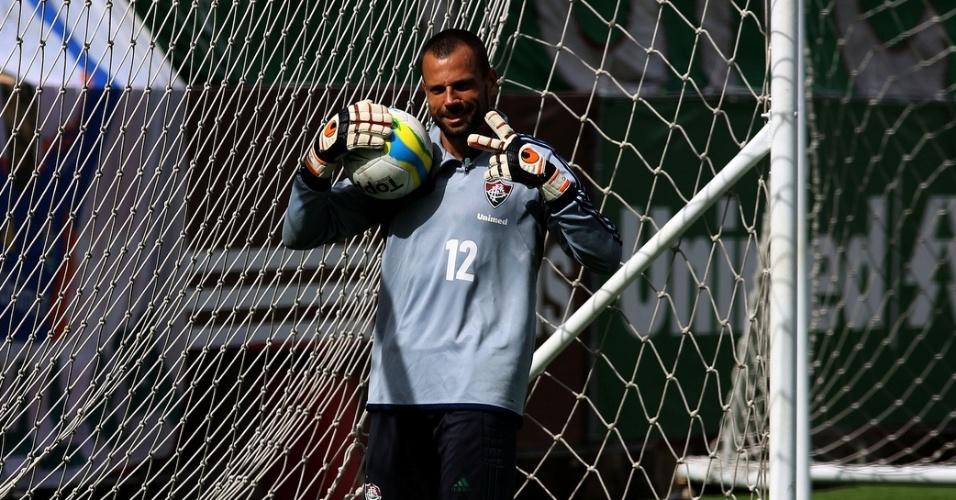22.fev.2014 - Diego Cavalieri treina com o Fluminense nas Laranjeiras