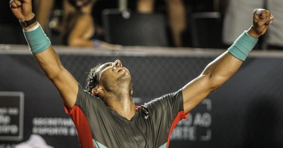 23.fev.2014 - Rafael Nadal comemora vitória sobre o ucraniano Alexandr Dolgopolov, que valeu o título do Aberto do Rio