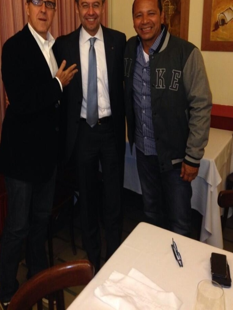 25.02.2014 - Wagner Ribeiro se encontra com Neymar pai e o presidente do Barcelona