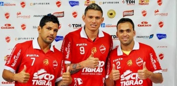 Rico (esq.), Rafael Oliveira e Boiadeiro (dir.) são apresentados como reforços do Vila Nova-GO