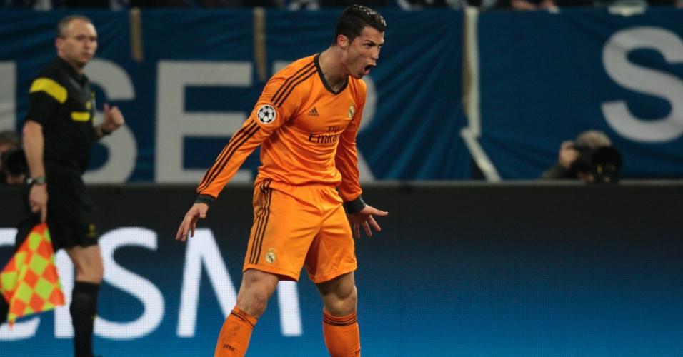 26.fev.2014 - Cristiano Ronaldo vibra muito com gol na goleada por 6 a 1 do Real Madrid sobre o Schalke 04, fora de casa, pela Liga dos Campeões