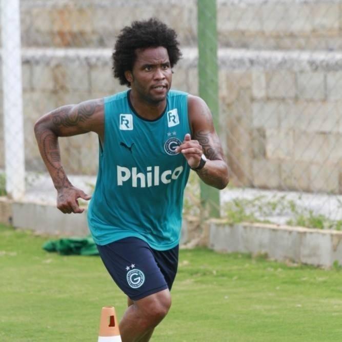 Carlos Alberto participa de treinamento do Goiás