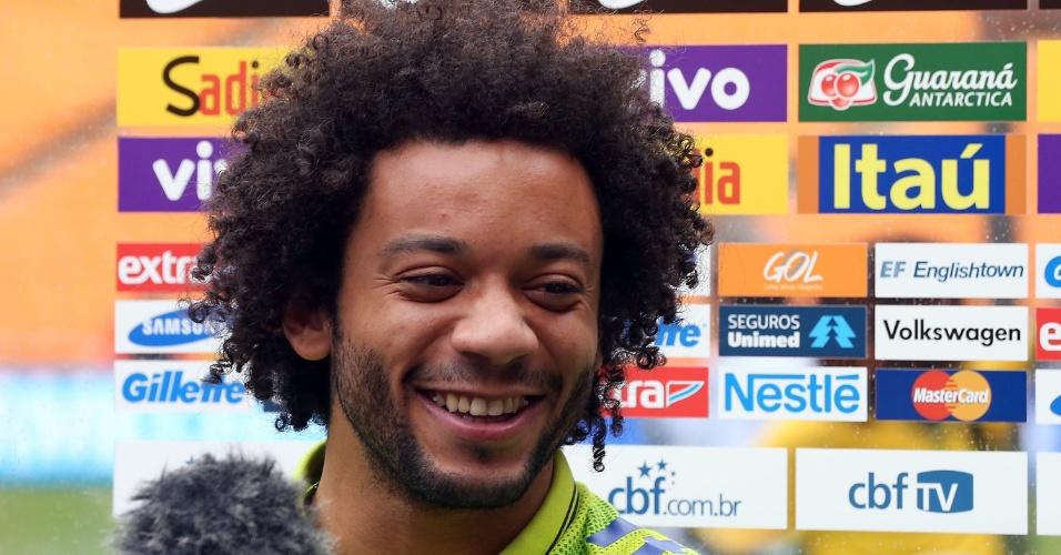 04.03.14 - Lateral-esquerdo Marcelo sorri durante entrevista coletiva na África do Sul