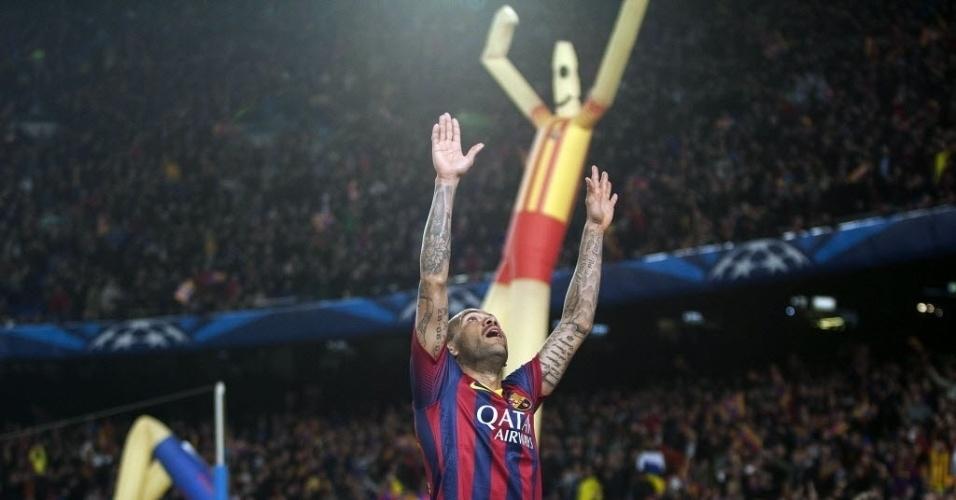 12.mar.2014 - Daniel Alves marca no último minuto e garante a classificação do Barcelona para as quartas de final da Liga dos Campeões. Na comemoração, o brasileiro celebrou de forma semelhante ao boneco da arquibancada