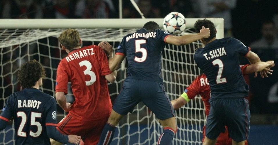 12.mar.2014 - Marquinhos sobe mais alto e empata o jogo para o PSG contra o Bayer Leverkusen
