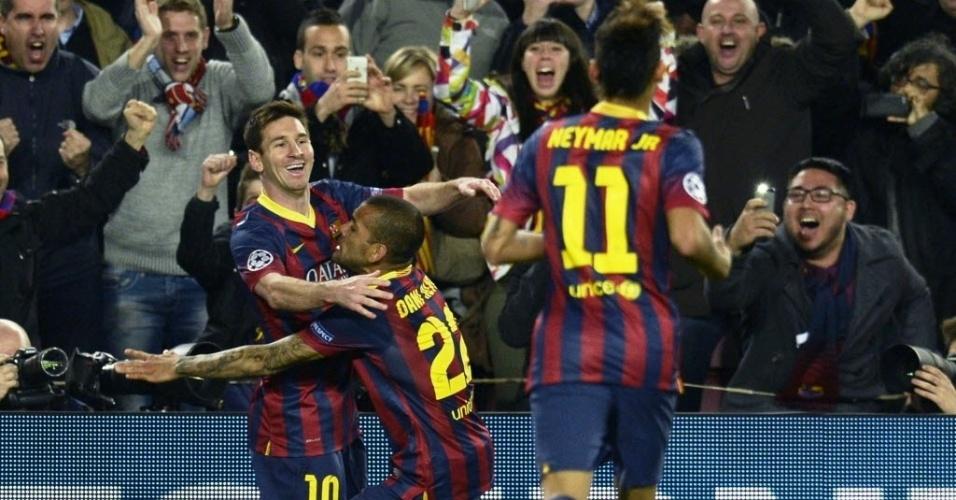 12.mar.2014 - Messi faz a alegria da torcida após colocar o Barcelona na frente do placar contra o Manchester City e comemora com os brasileiros Daniel Alves e Neymar