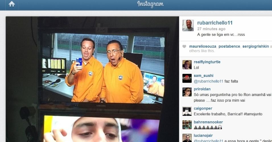 Rubens Barrichello e Galvão Bueno fazem careta em cabine na pista de Melbourne