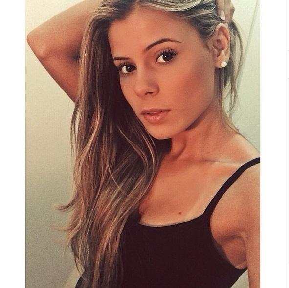 A cantora Carol Cabrino atualmente tenta vencer o quadro Jovens Talentos, do programa Raul Gil