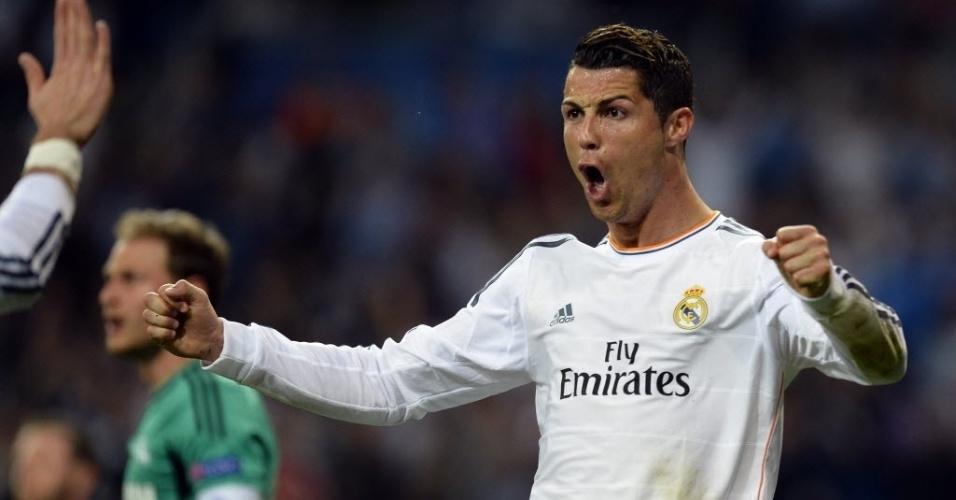 18.mar.2014 - Cristiano Ronaldo comemora após abrir o placar para o Real Madrid contra o  Schalke 04 pelo jogo de volta das oitavas de final da Liga dos Campeões