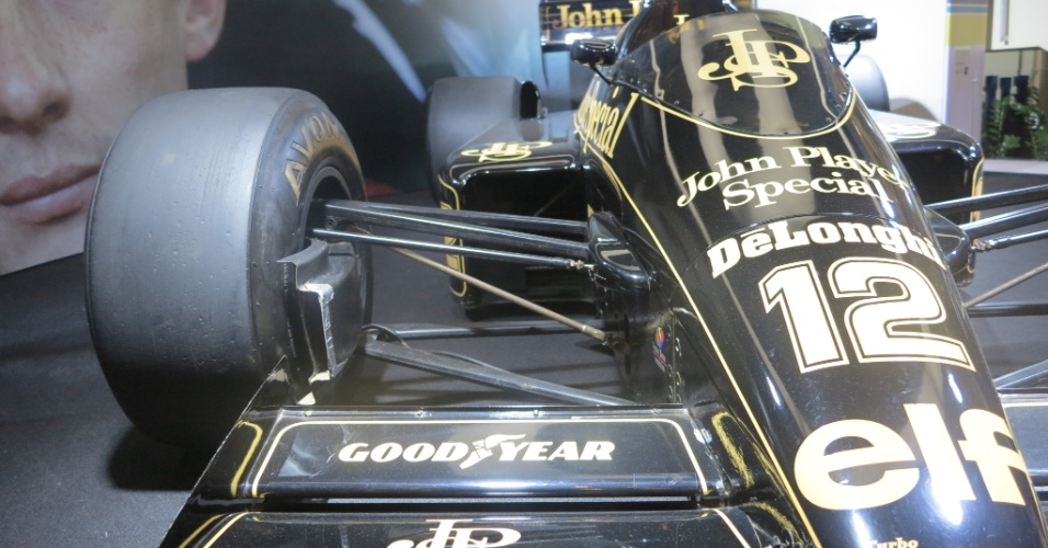 Lotus de Ayrton Senna está em exposição no Shopping Villa Lobos, em São Paulo. Foi com esse carro que Ayrton conquistou sua primeira vitória na Fórmula 1, em 1985, em Portugal