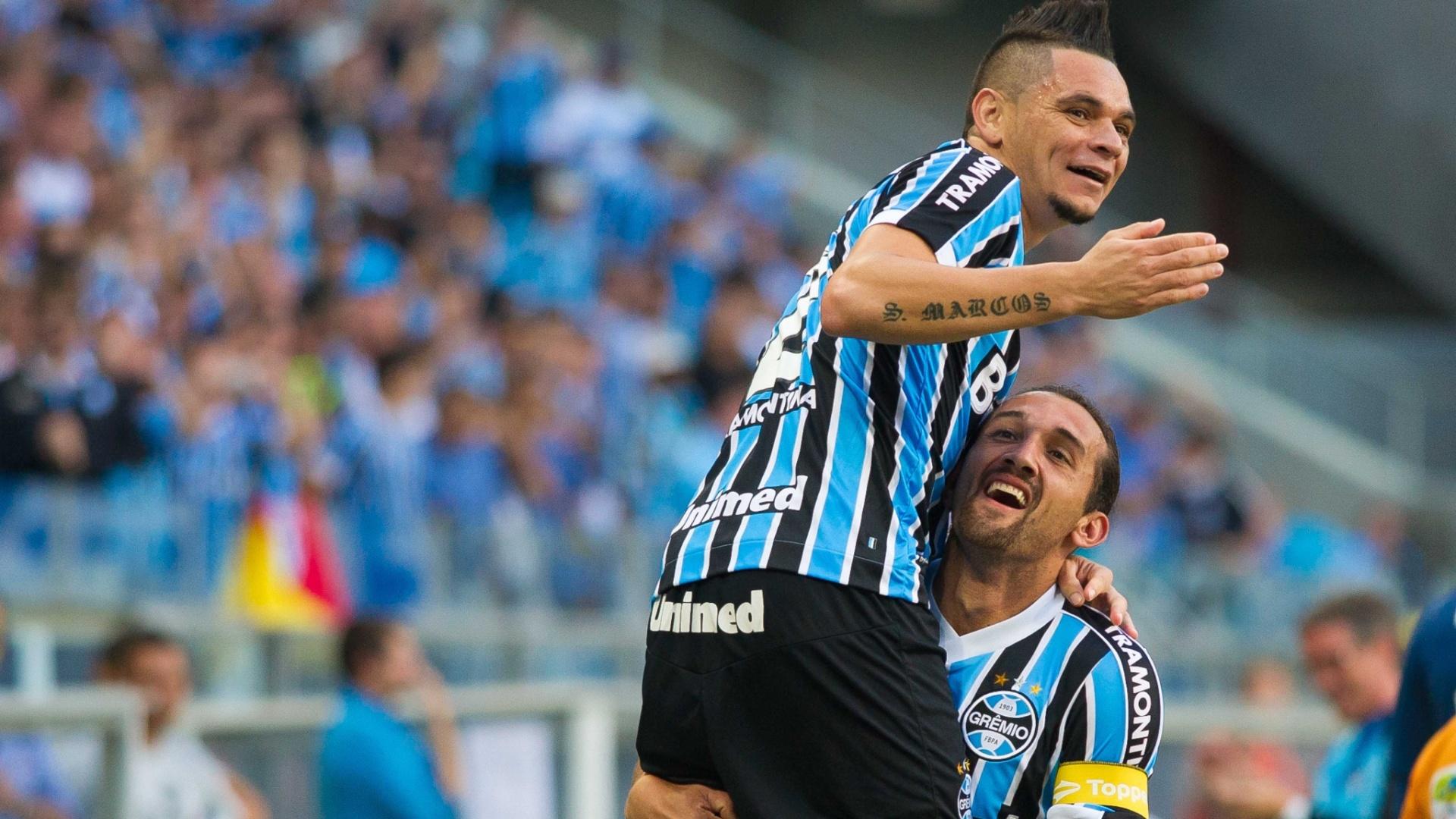 23. mar. 2014 - Barcos comemora gol marcado junto com o lateral Pará, que fez o cruzamento para o gol do atacante