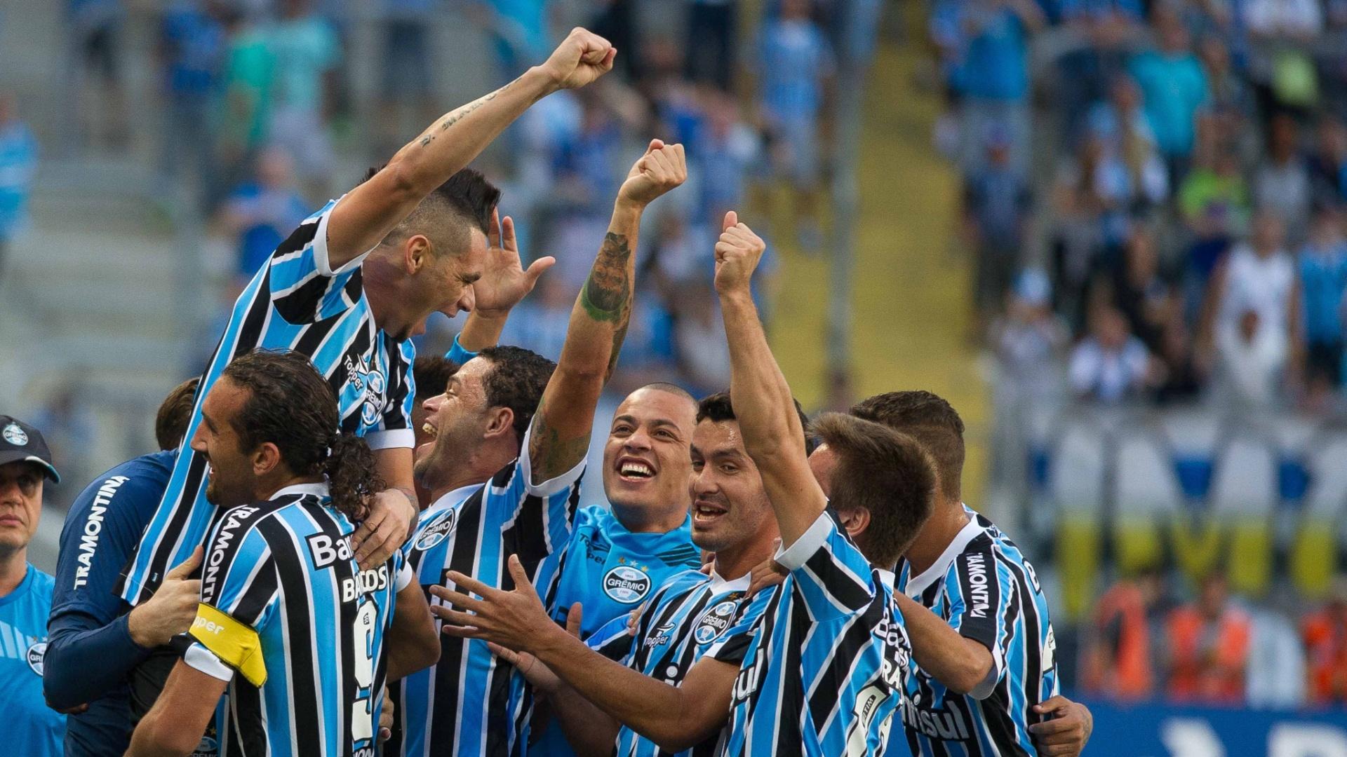 23. mar. 2014 - jogadores do Grêmio comemoram gol de Barcos marcado contra o Juventude, pelo Campeonato Gaúcho