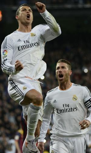 23.03.2014 - Cristiano Ronaldo comemora terceiro gol do Real Madrid na partida contra o Barcelona