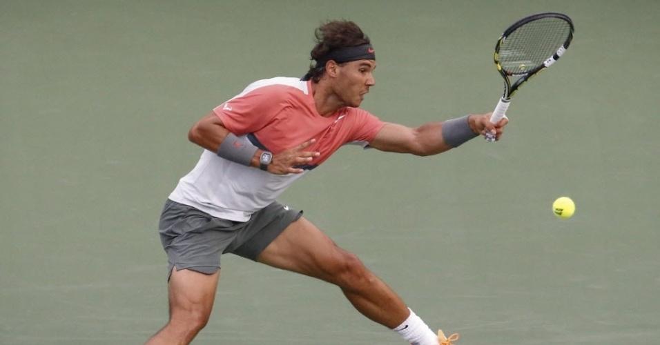 24.mar.2014 - Rafael Nadal bate de forehand durante duelo com Denis Istomin em Miami