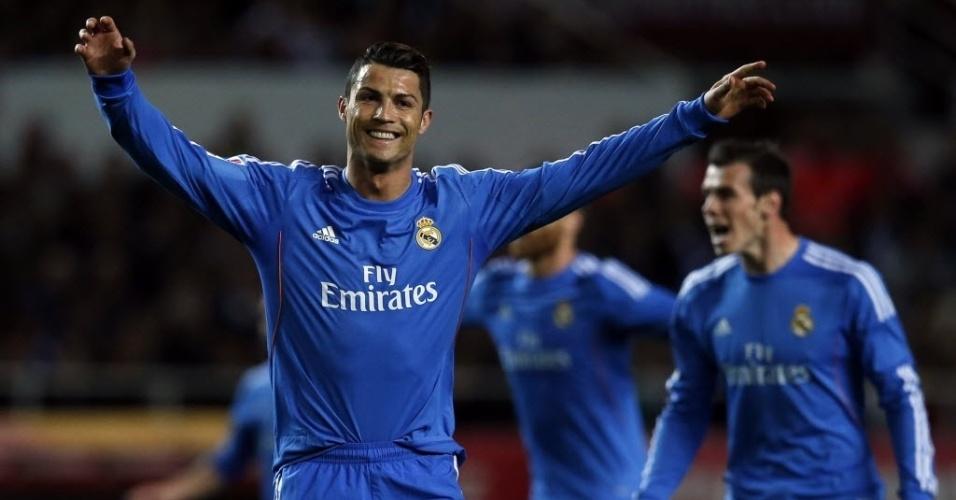 26.mar.2014 - Cristiano Ronaldo comemora após abrir o placar para o Real Madrid na partida contra o Sevilla pelo Campeonato Espanhol