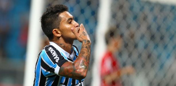 Dudu deixou o Grêmio e agora divide Corinthians e São Paulo