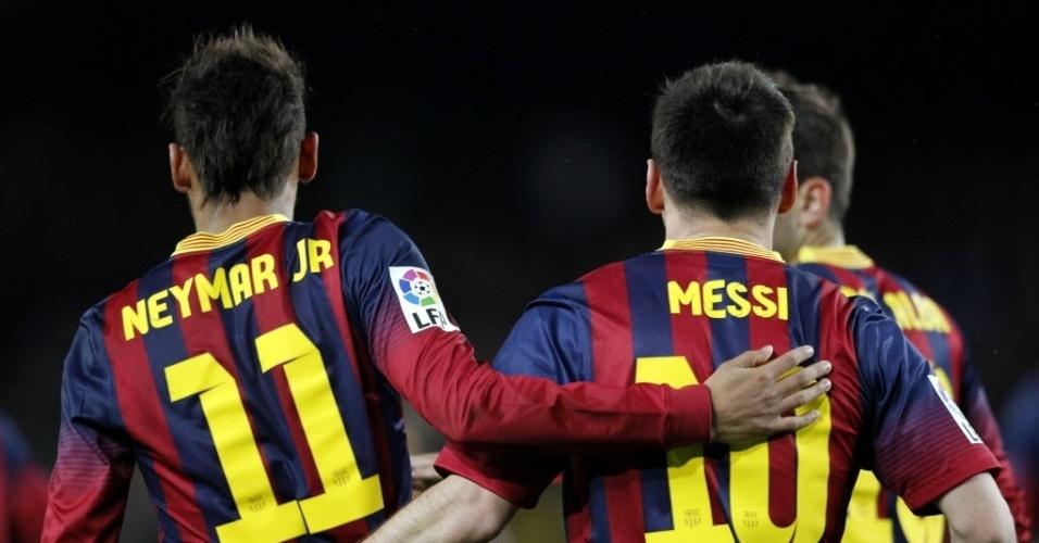 26.mar.2014 - Messi abraça Neymar após o brasileiro marcar o seu segundo gol para o Barcelona na partida contra o Celta pelo Campeonato Espanhol