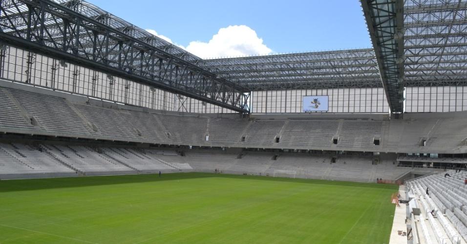 27.mar.2014 - Uma das maiores preocupações da Fifa para a Copa, Arena da Baixada exibe visual quase completo