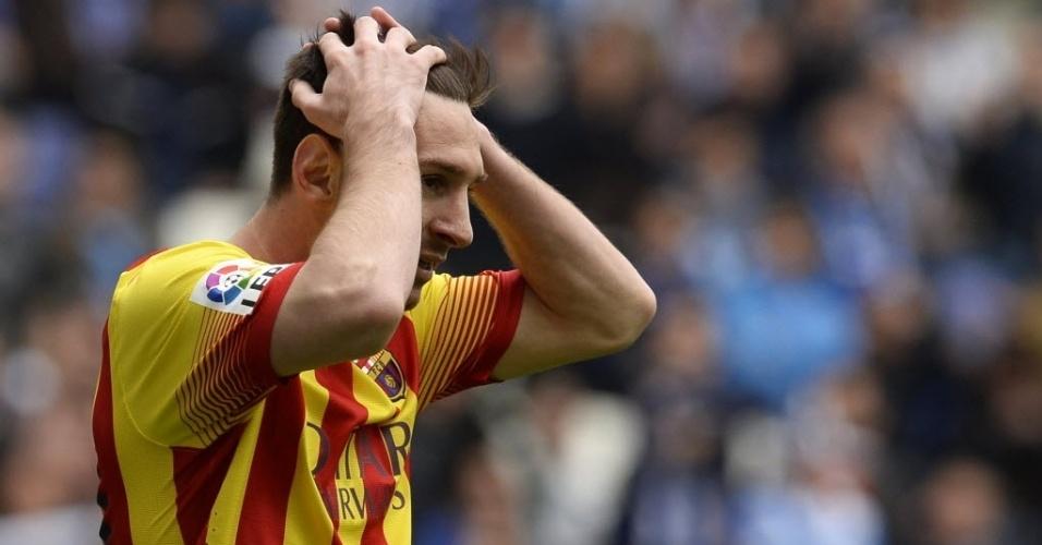 29.mar.2014 - Lionel Messi se lamenta após perde boa chance de gol para o Barcelona na partida contra o Espanyol, pelo Campeonato Espanhol