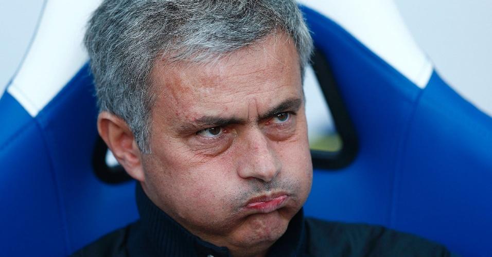 29.mar.2014 - Técnico português José Mourinho fica emburrado em derrota do Chelsea por 1 a 0 para o Crystal Palace, pelo Campeonato Inglês