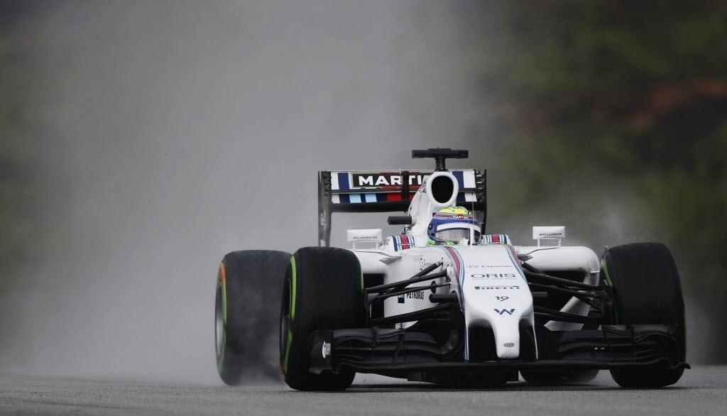 29.03.2014 - Massa com sua Williams na pista molhada de Sepang; brasileiro larga apenas em 13º na prova de domingo