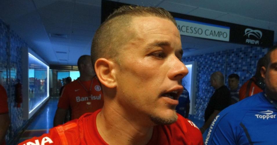 30.mar.2014 - D'Alessandro comemora vitória no Gre-Nal 400, na Arena do Grêmio