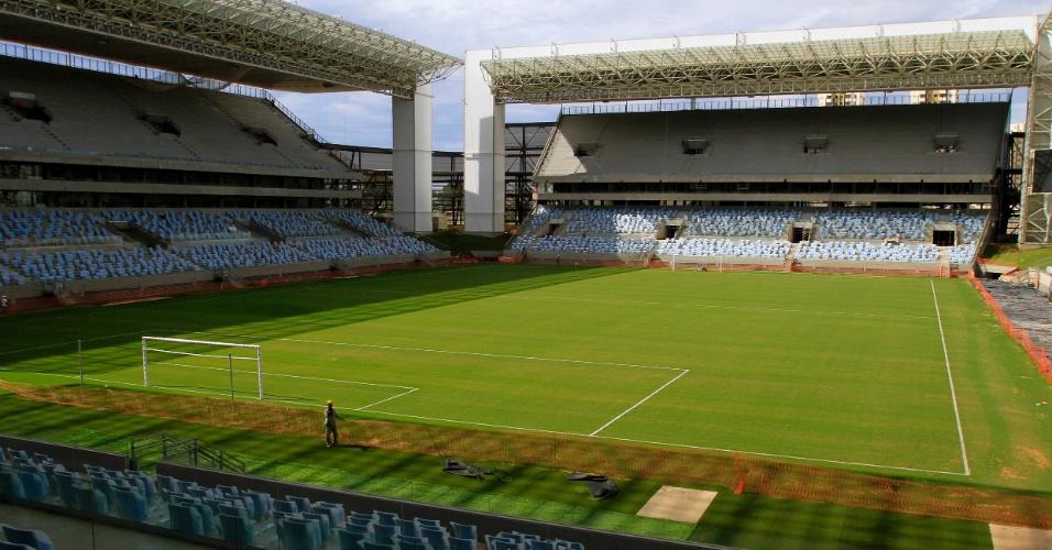 31.mar.2014 - Já com o gramado plantado, a Arena Pantanal irá receber sua primeira sua partida oficial nesta quarta-feira (02/04), entre Mixto e Santos pela Copa do Brasil.