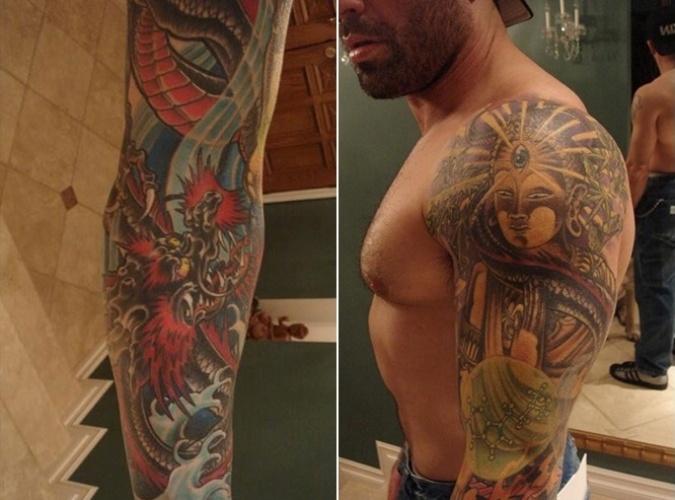 Comentarista das transmissões do UFC nos EUA, Joe Rogan luta jiu-jítsu e também faz parte do grupo dos tatuados, com belas imagens nos braços
